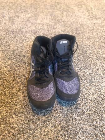 Photo ASICS wrestling shoes size 13 - $50 (Kimberly)