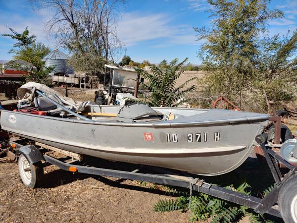 Photo Aluminum 14 ft fishing boat - $1,500 (Parma)