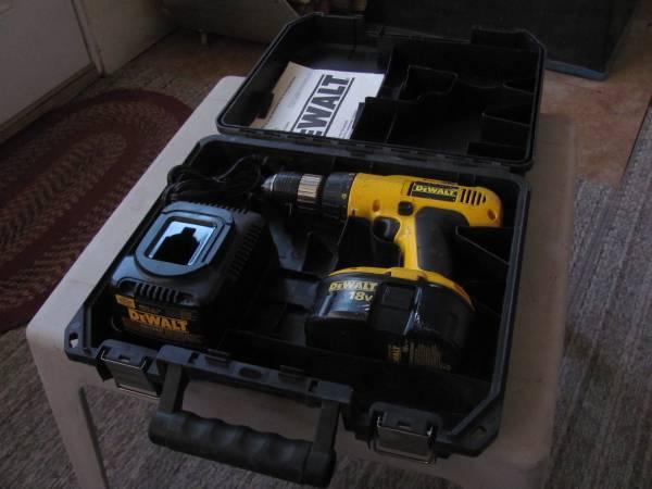 Photo DeWalt 18 volt Cordless DrillDriver Package - $59 (Twin Falls, Idaho)