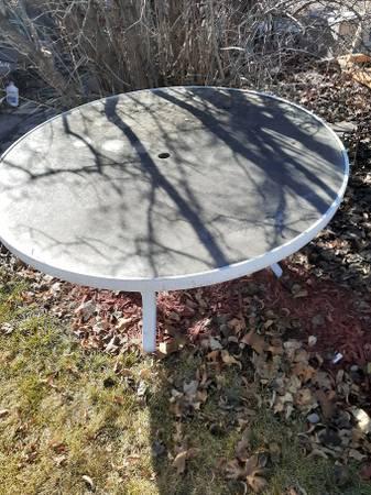 Photo Glass top patio table (Boise)