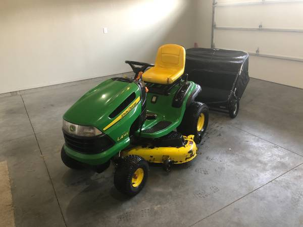 Photo John Deere LA145 22 HP 48 IN Riding Lawn Mower  Lawn Sweeper - $1,500 (Twin Falls)