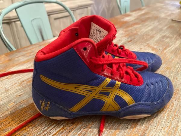 Photo Kids wrestling shoes size 18.5 - $20 (Kuna)