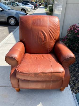 Photo Leather Recliner Chair For Sale - $75 (Twin Falls)