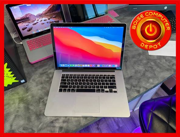 Photo MACBOOK PRO 15quot LAPTOP INCLUDES RETINA DISPLAY, SSD, 8GB RAM, i7 - $725 (MACBOOK PRO - JUST ONE OF OUR GREAT DEALS)
