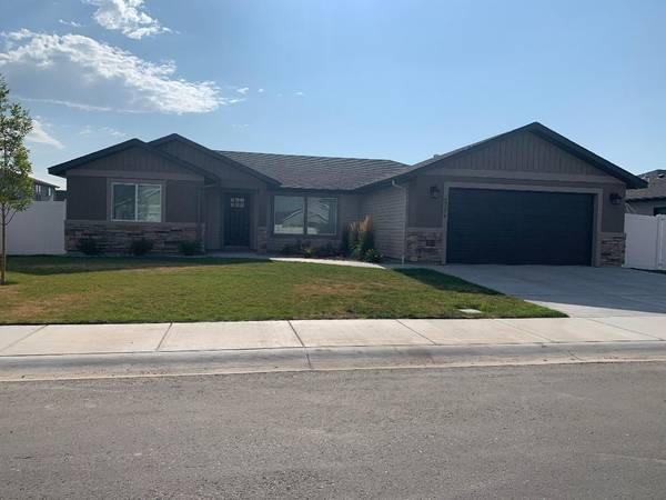 Photo Newer 4 Bed 2 Bath in NW Twin Falls (2384 Village St. Twin Falls, Idaho)