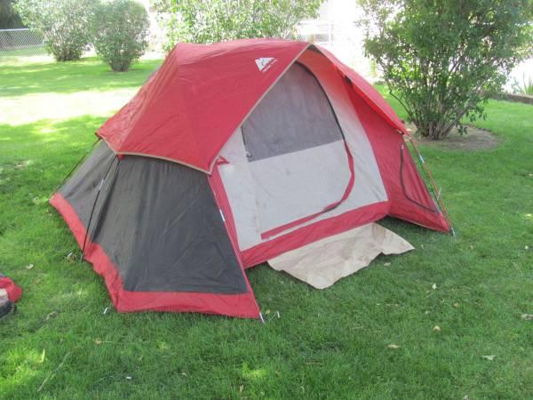 Photo Ozark Trail Deluxe Sport 3-4 Person Dome Cing Tent - $59 (Twin Falls)