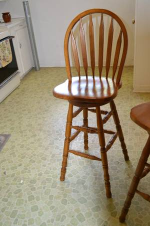 Photo TWO BAR STOOL STYLE SWIVEL CHAIRS - $50 (HAGERMAN)