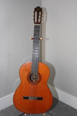 Photo Vintage Yamaha Model G-130A Burnt Orange Classical Guitar w Soft Case - $480 (meridian)