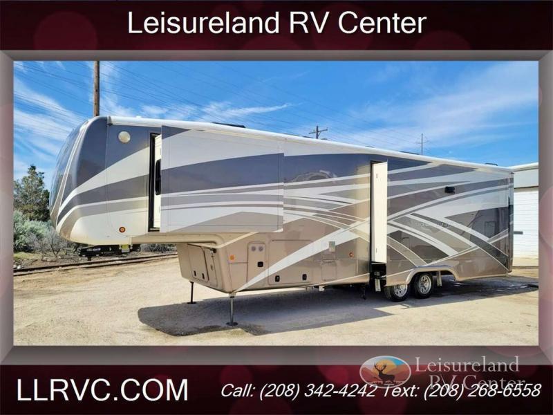 Photo Used 2018 DRV LUXURY SUITES Fifth Wheel RV  $82995
