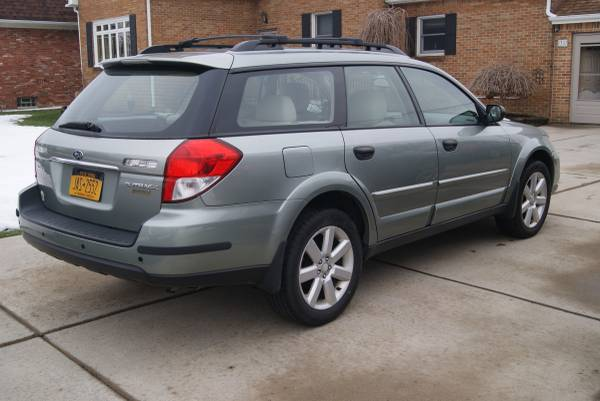Photo 2009 Subaru Outback 2.5 XT Limited Wagon 4D - Mechanics Special - $2,999 (Cheektowaga)
