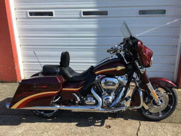 Photo 2010 Harley Davidson cvo - $17,500 (North East Pa.)