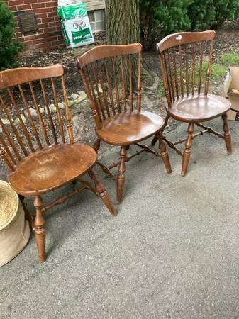 Photo 3 Chairs Windsor Wood Dining Room Temple Stuart Office Desk Dorm - $50 (Amherst)
