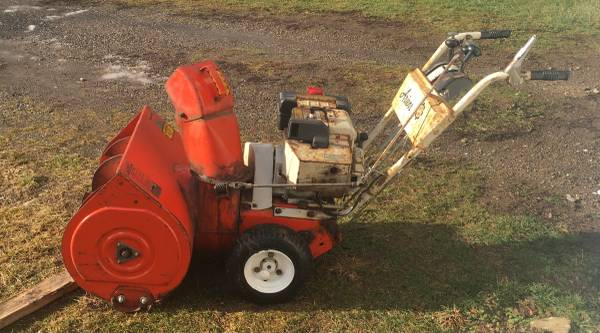 Photo Ariens 24quot 1978 Snow Blower with Starter, New parts,chains Heavy Duty - $275 (Castile)