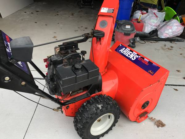 Photo Ariens snow blower - $550 (West Seneca)