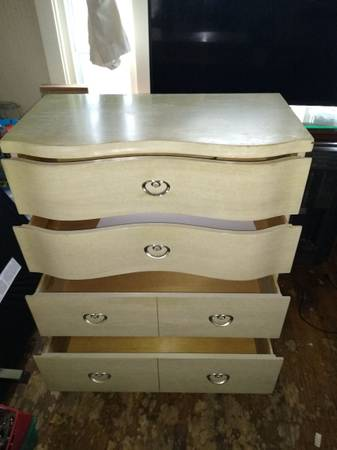 Photo Must sell All my Antique furniture today and tomorrow (South buffalo will deliver)
