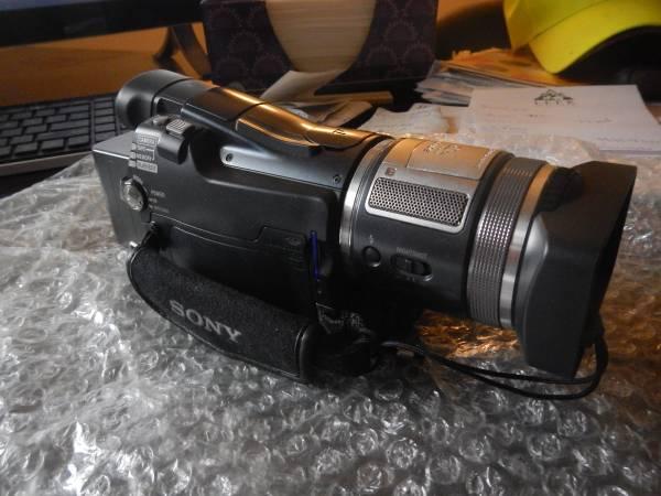 Photo Sony HDR-HC1 2.8MP High Definition MiniDV Camcorder w10x Optical Zoom - $300 (BUFFALO)