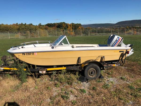 Photo Tri hull boat - $1,234 (State College)