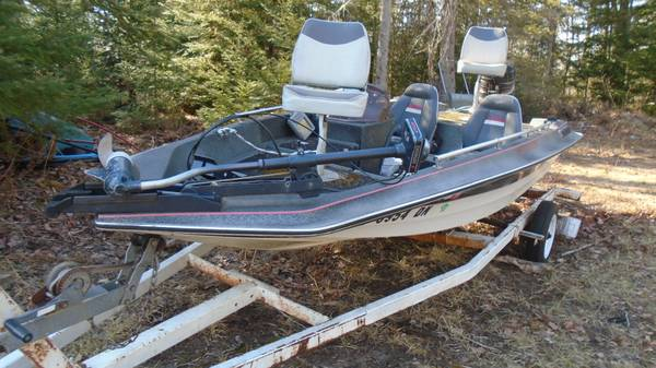 Photo 1439 stinger bass boat 50hp  trolling motor $899 - $899 (marquette)