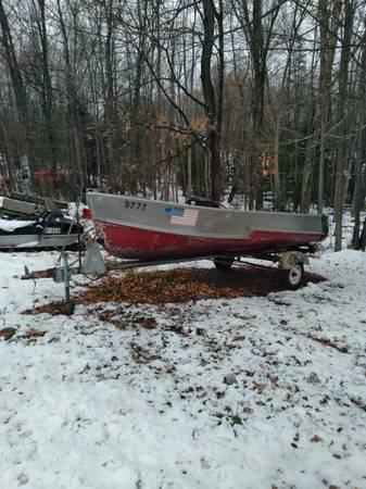 Photo 1539 Crestliner Aluminum Boat  Trailer (Upper Michigan)