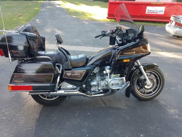 Photo 1984 Honda goldwing GL 1200 AspenCade - $5,000 (Traverse)