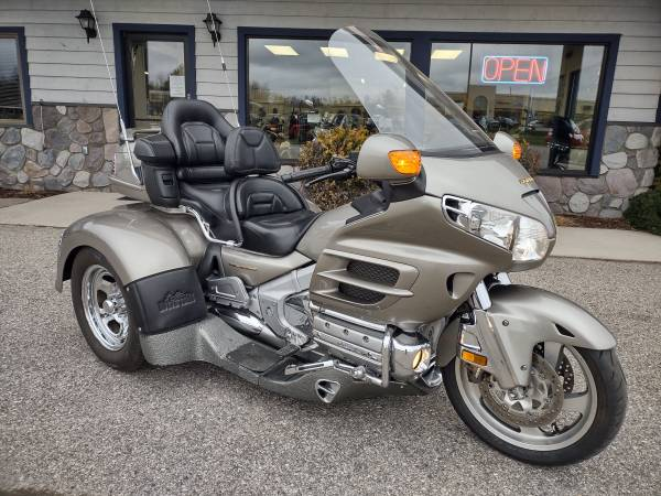 Photo 2003 Honda Gold Wing Motor Trike - 1,800cc - reverse - 15,000 miles - $15,500 (Miller39s - Petoskey)