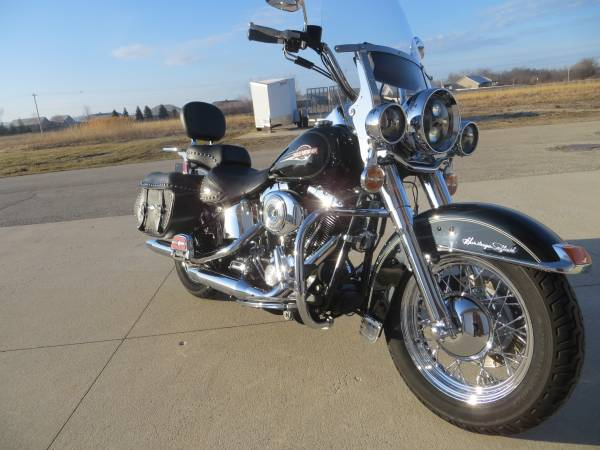 Photo 2005 Harley Davidson Heritage Classic Loaded w extras - $6,999 (Green Bay)