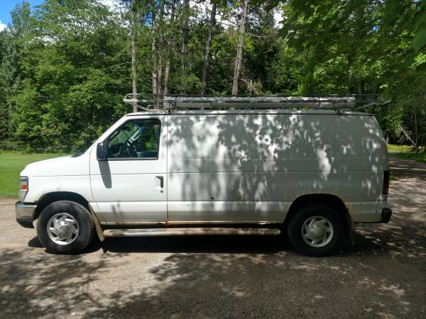 Photo 2009 Ford E250 Cargo Van - $2500 (Iron River)