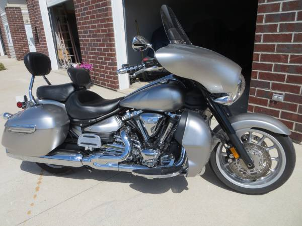 Photo 2012 Yamaha Stratoliner DeluxeTouring 1900 Loaded with extras - $7,499 (Green Bay)