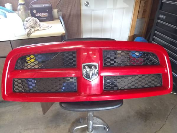 Photo 2012 dodge ram front grill - $150 (MANISTIQUE)