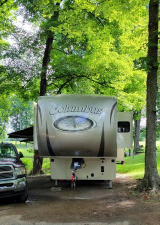 Photo 2017 Columbus 5th wheel cer - $47,000 (Luxemburg)