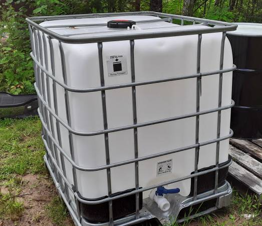 Photo 275 Gallon Food Grade Poly Tote Water - Maple Syrup Storage - $90 (Paulding)