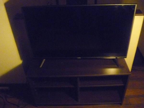 Photo 40quot VIZIO SMART LED TV - $125 (Marquette)