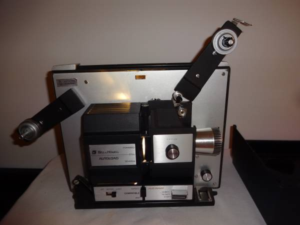 Photo Bell and Howell 8mm  Super 8mm Multi-Motion Movie Projector - $150 (West Bend)