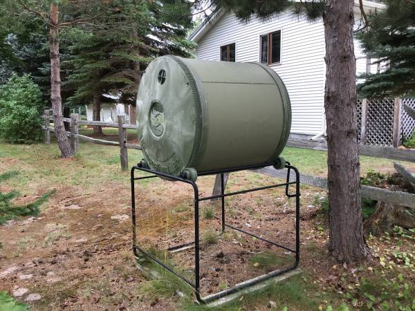 Photo Compost tumbler - $75 (NEWBERRY)