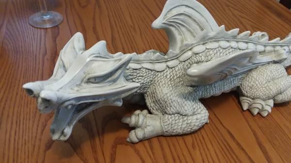 Photo Dragon sculpture - $90 (Green Bay)