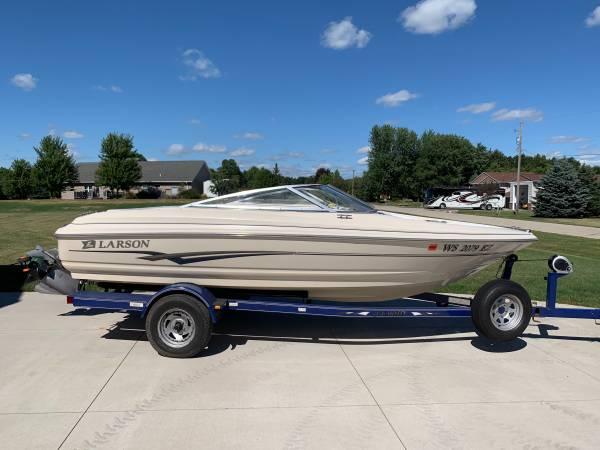 Photo Larson 18 foot boat - $7,650 (Kaukauna)