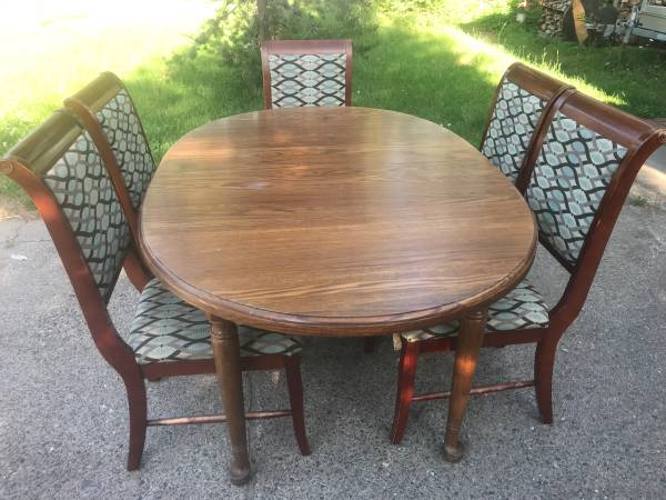 Photo Oak Dining Table  chairs - $150 (Marquette)