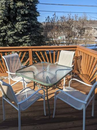 Photo Patio table with 4 chairs - $75 (Negaunee)