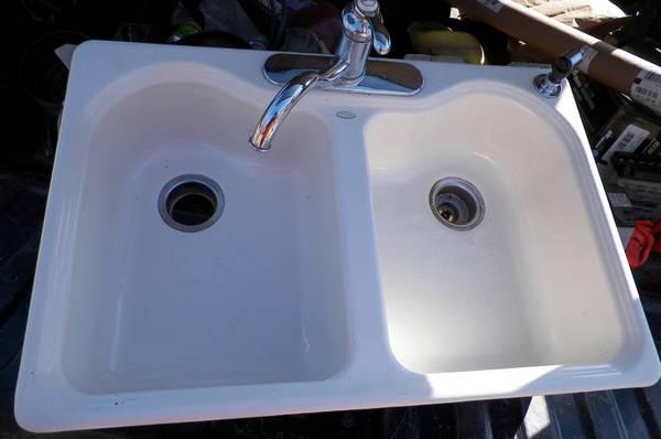 Photo Used Kohler cast iron double sink off white - $110 (paradise UP)