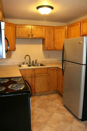 Photo Whirlpool Tub, Stainless Appliances, Heat-Water Incl. (West Green Bay)