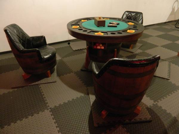 Photo Whiskey Barrel Poker Puzzle Game Table Bumper Pool 3 chairs - $675 (Ewen, MI)