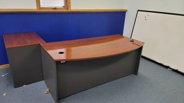 Photo office desk with double drawers - $150 (Appleton)