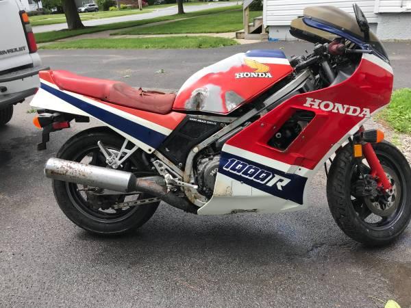 Photo 1985 Honda VF1000R restorable wclear NY title - $1,400 (Watertown NY)