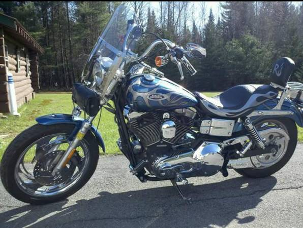 Photo 2005 Harley Davidson DYNA LOW RIDER FXDLI motorcycle, Exc cond. 14K m - $7,800 (Ballston Spa)