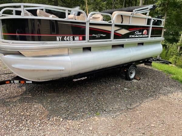 Photo 2018 Sun Tracker 18 DLX Pontoon Bass Buggy - $21,500 (oxford)