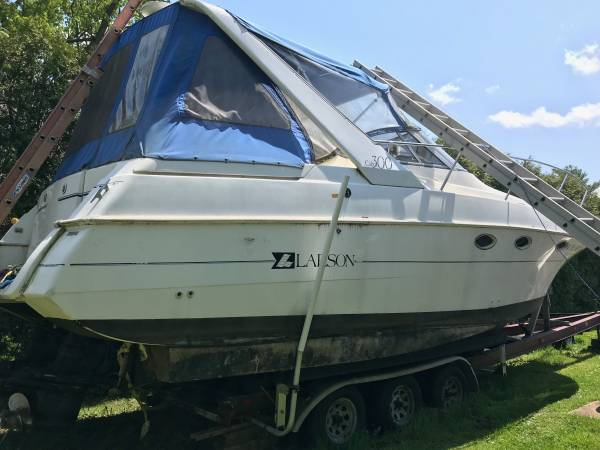 Photo 3993 Larson 30 ft Capri Cruisers Deluxe - $21,999 (Canastota, NY)