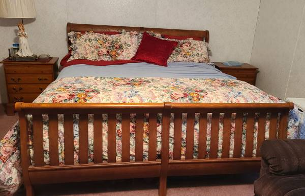 Photo 5 pc hardwood sleigh bedroom set with king size mattress and box spring included - $1,300 (Westmoreland)