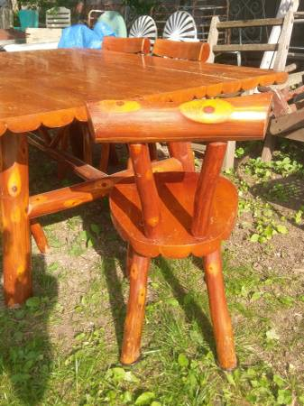 Photo Adirondack C Dining Table and Chairs Rustic log cabin - $700 (Fayetteville)