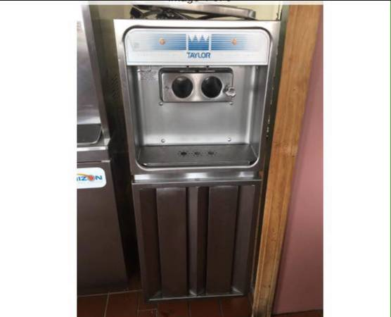 Photo Commercial Taylor soft serve top loader ice cream machine - $2500 (Utica)