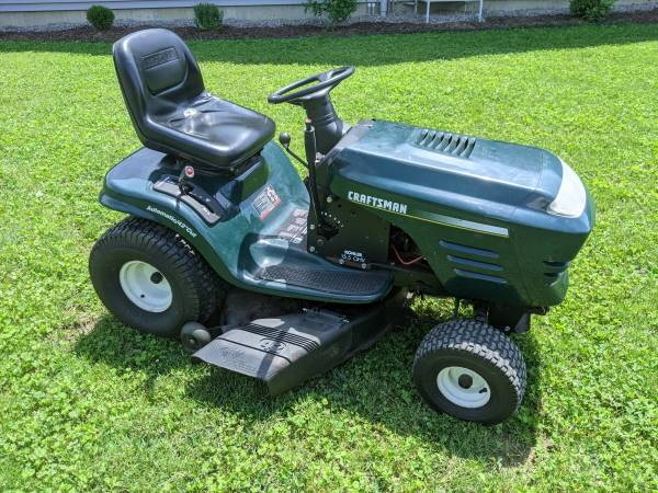 Photo Craftsman 42 inch riding mower lawn tractor - $500 (Holland Patent)